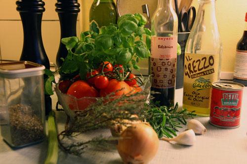 Ingredienser til tomat sovs