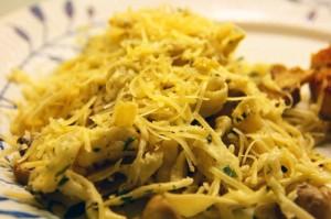 Pasta med svampe, citron, persille, hvidløg, olivenolie og parmesan
