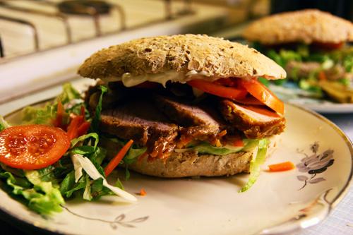 Sandwich med sukkerglaseret skinke