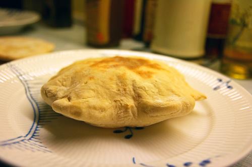 Et luftigt pitabrød bagt på tipo 00 mel og ølandshvede