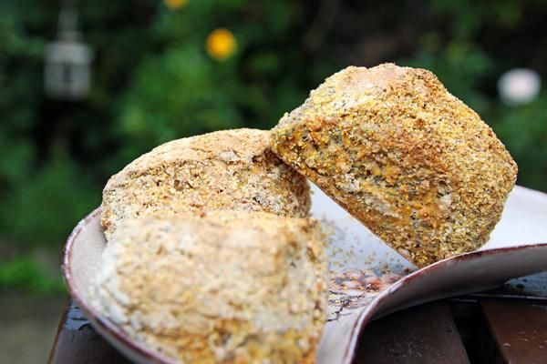 Sprøde majsstykker med kerner