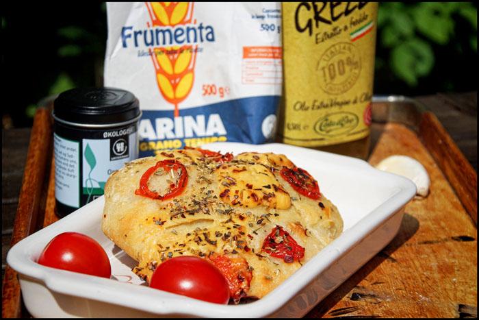 Italiensk Madbrød med tomat, oregano, provolone, chili og salt